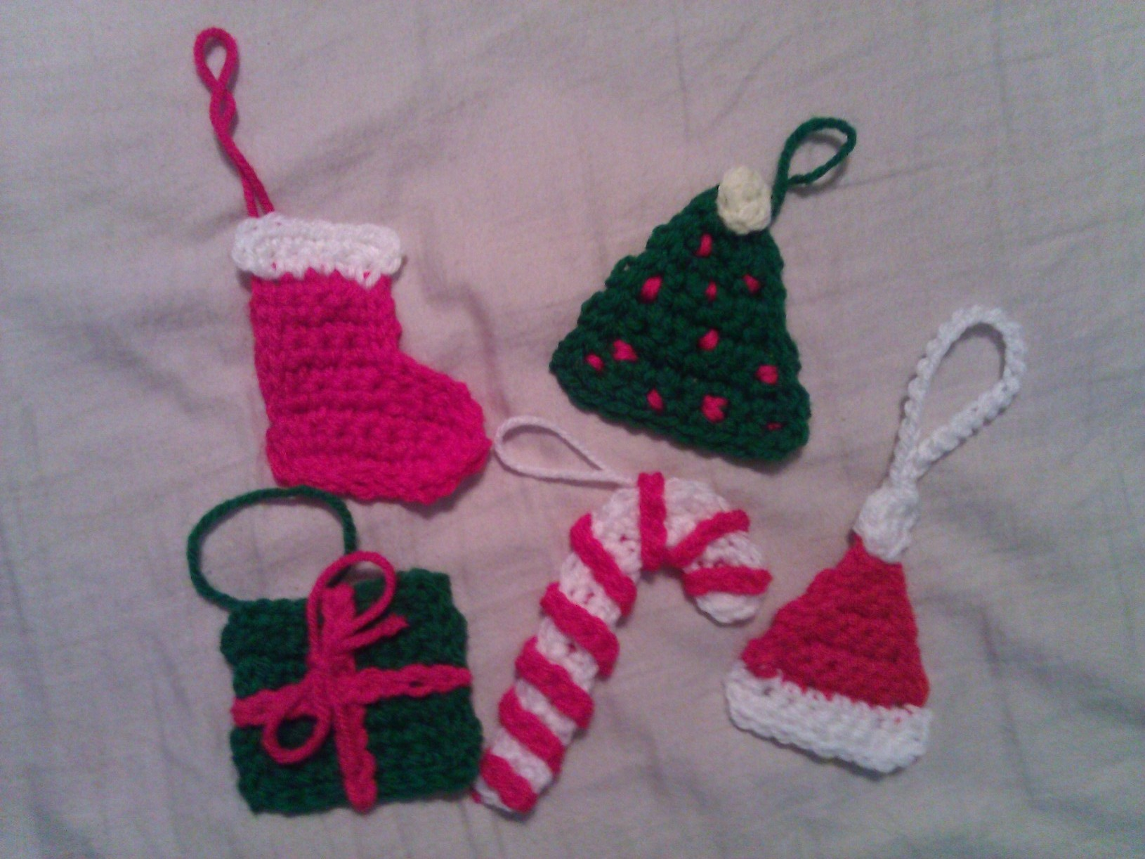 Christmas Crochet Patterns : crochet pattern: classic christmas ornament set