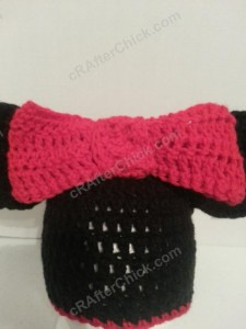 Minnie Mouse Oversized Ear and Bow Beanie Hat Crochet Pattern Closeup Bow View