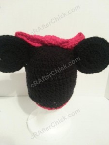 Minnie Mouse Oversized Ear and Bow Beanie Hat Crochet Pattern Rear View