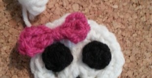 Easy Girly Skull with Bow Applique Crochet Pattern
