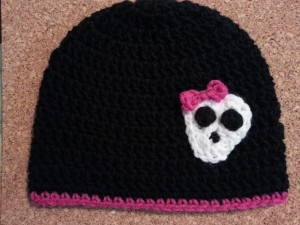 Easy Girly Skull with Bow Applique Crochet Pattern on hat